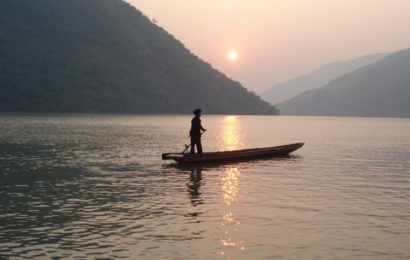Hướng dẫn soạn bài Người lái đò Sông Đà của Nguyễn Tuân ở ngữ văn lớp 12 chi tiết