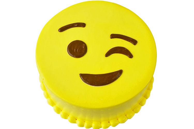 Hình ảnh bánh kem biểu tượng cảm xúc chúc mừng sinh nhật vui nhộn