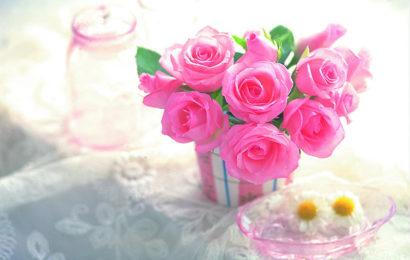 Những hình ảnh lọ hoa hồng lung linh làm bức thiệp chúc mừng đẹp và độc