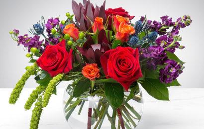Bức thiệp hình ảnh lọ hoa hồng chúc mừng sinh nhật đẹp và ý nghĩa