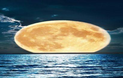 Tuyển tập hình nền mặt trăng đẹp lung linh cho điện thoại Iphone