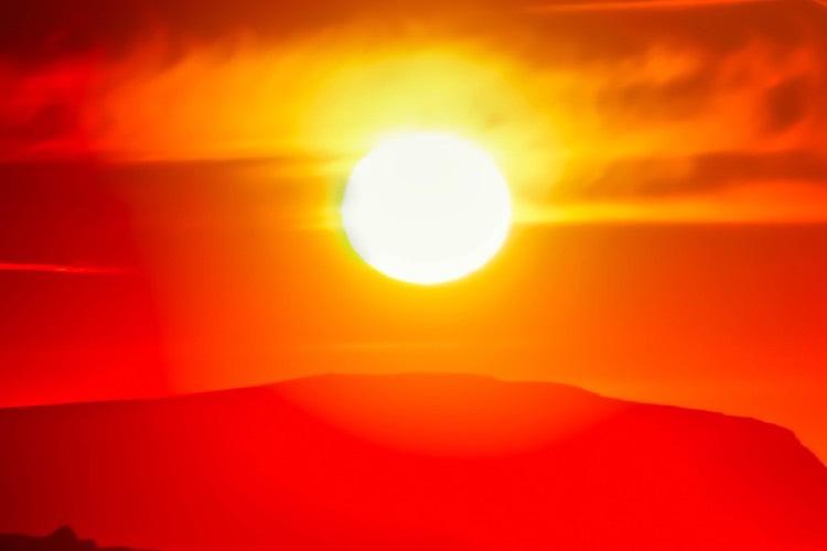 Hình nền mặt trời trên núi lãng mạn cho điện thoại Xiaomi Mi 11 Ultra