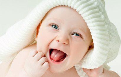 Hình nền em bé ngộ nghĩnh cho điện thoại Samsung Galaxy A02